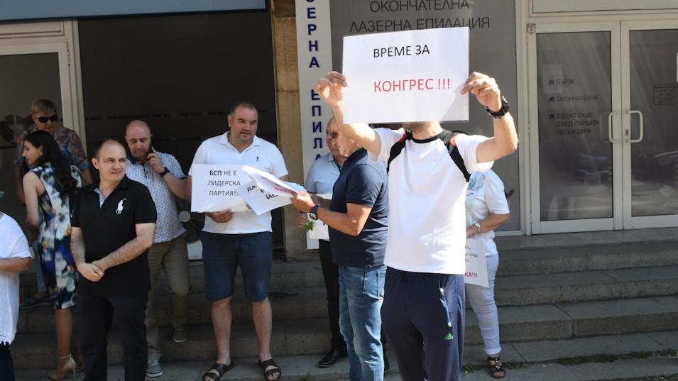 Социалисти поискаха оставката на Корнелия Нинова
