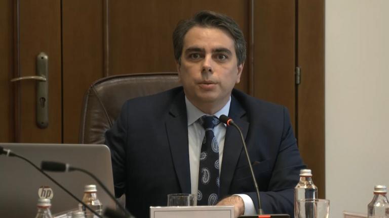Асен Василев с чудесна новина за пенсионерите: Вади ги над линията на бедност