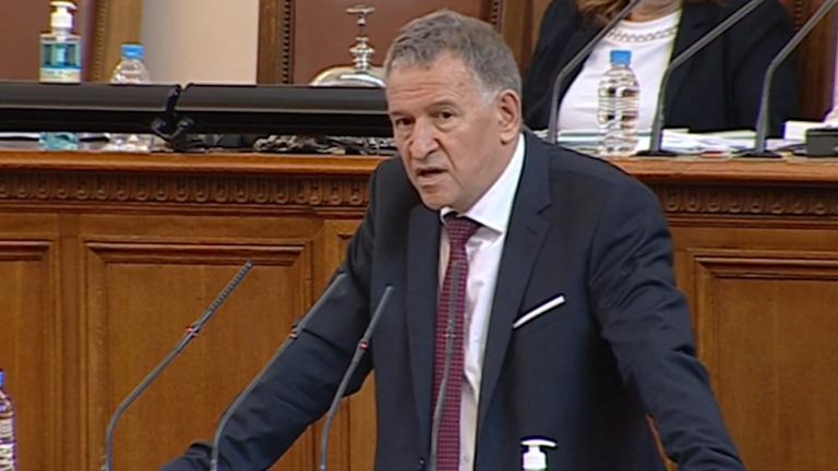 Кацаров в парламента: Не гледайте сеира на здравния министър, а се ангажирайте с ваксините!