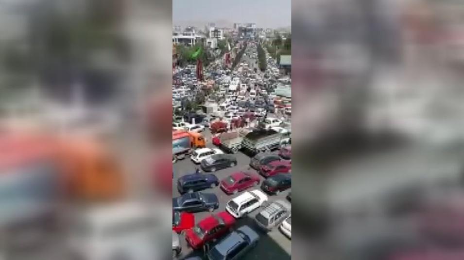 Хиляди се опитват да избягат от Кабул
