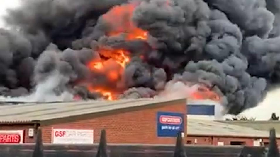 Взрив избухна в английски град