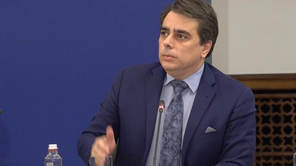 Финансовият министър: Ние сме в безпрецедентна ситуация: хем вълкът е сит, хем агнето цяло