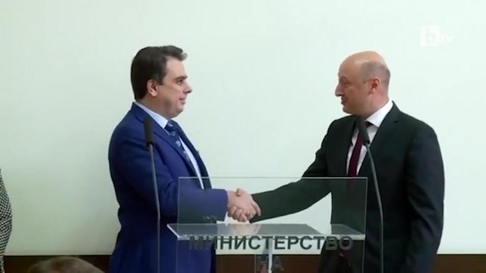 Асен Василев при сдаването на поста: България не е бедна държава, тя е безобразно крадена държава