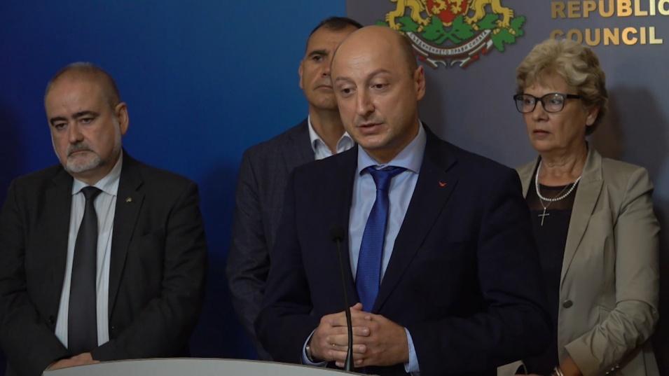 След срещата на премиера Янев с пътни строители: Няма риск за зимното поддържане на пътищата