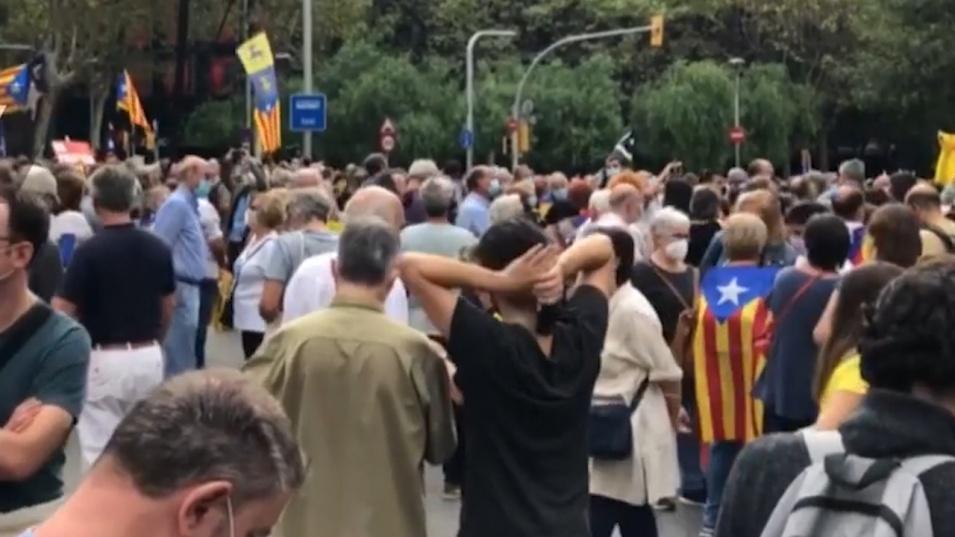 Арестът на Карлес Пучдемон предизвика протест в Барселона